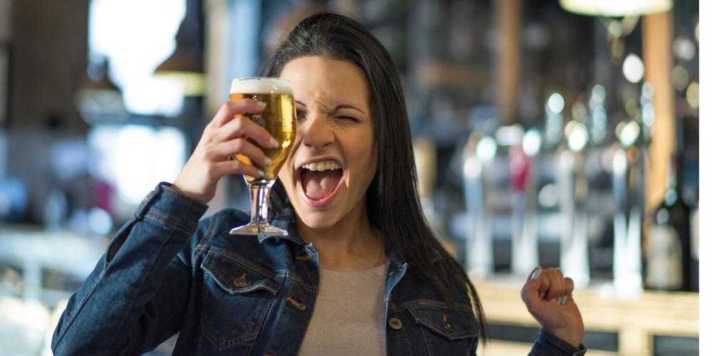 Dolor de cabeza al tomar una cerveza