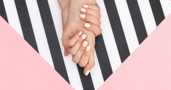 diseños de uñas blancas