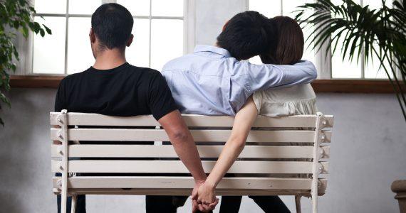 estar enamorada de dos personas al mismo tiempo