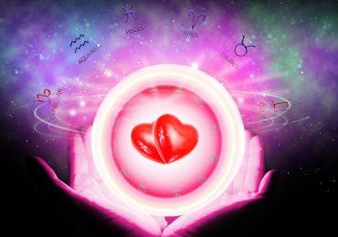 salir con alguien astrológicamente compatible