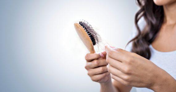 cayendo-cabello-cuarentena-cepillo-pelo