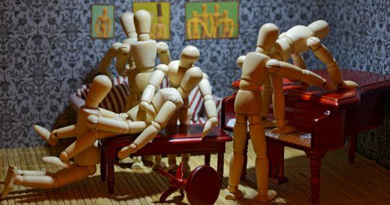 orgía-digital-muñecos-madera
