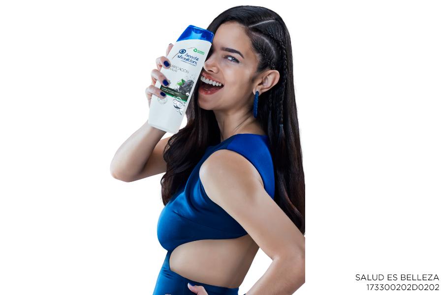 Head & Shoulders mujer vestido azul cabello largo