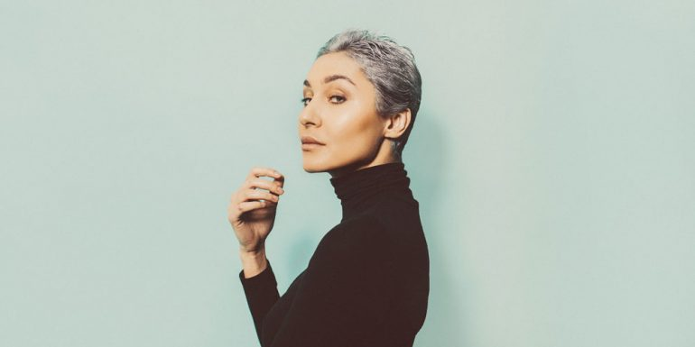 lucir-cabello-gris-como-una-experta