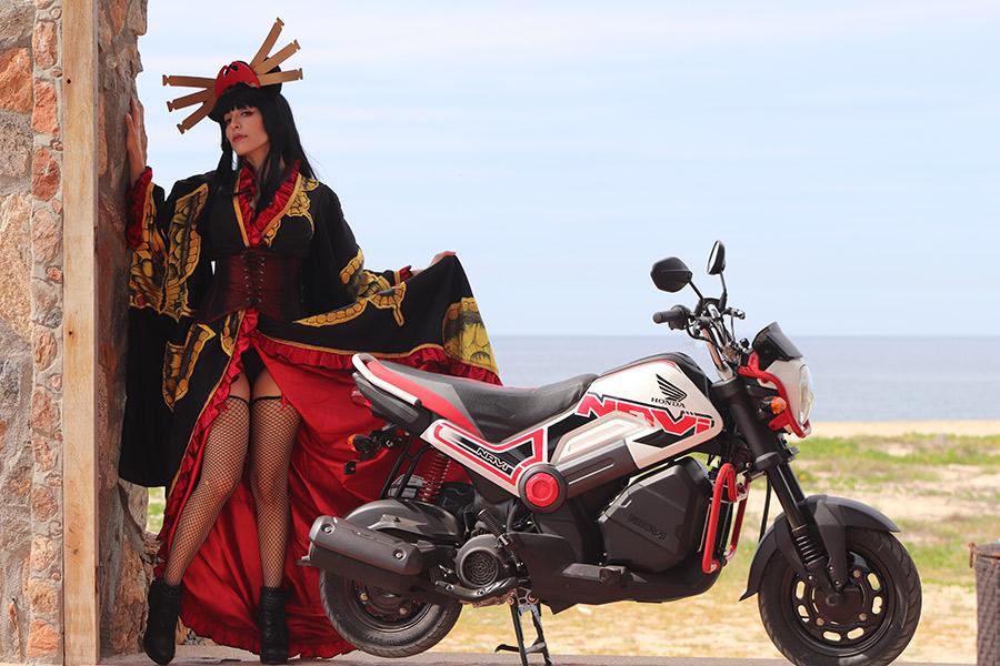 razones por las que ves más mujeres en moto