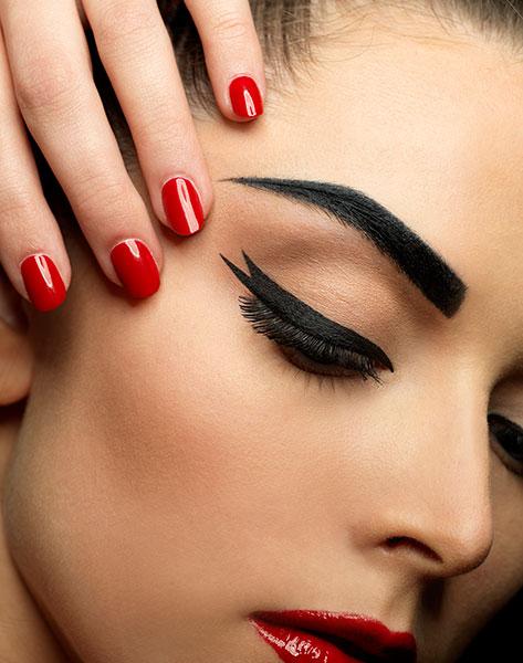 El clásico rojo para el manicure de otoño
