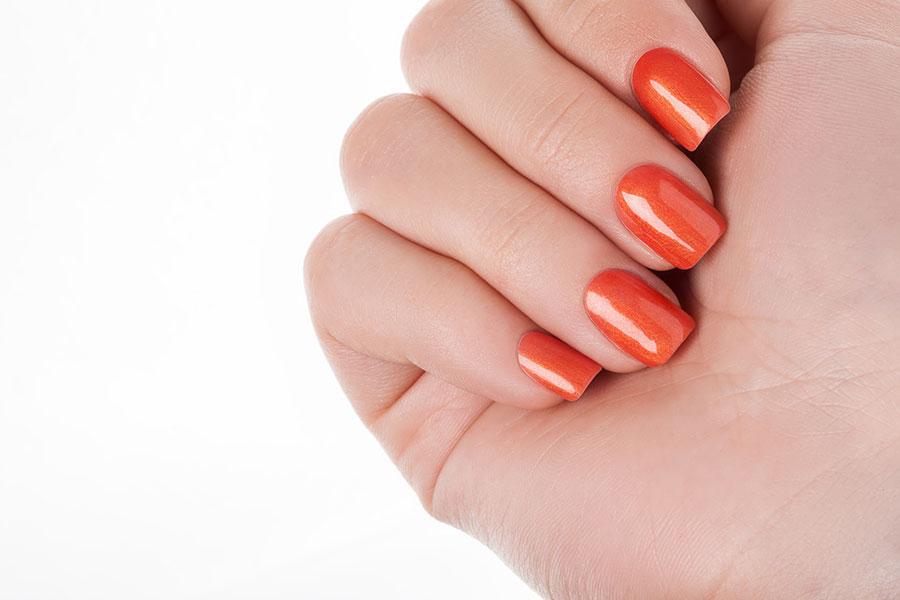 Las uñas naranja para otoño