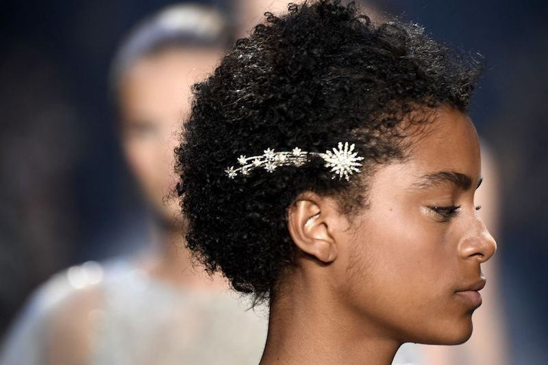 Peinados para pelo corto grandes accesorios
