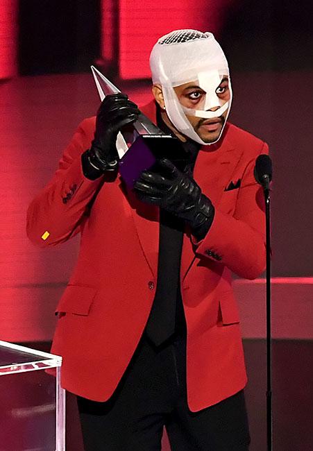 ¿Por qué The Weeknd apareció vendado en los American Music Awards?