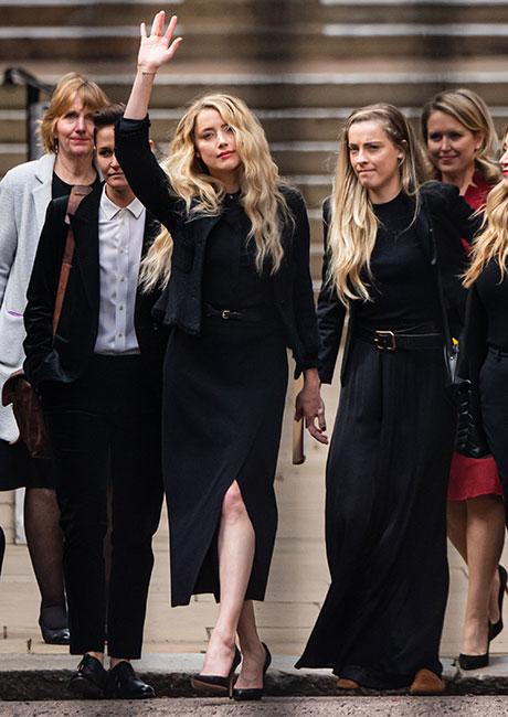 Amber Heard acompañada de su novia Bianca Butti (izq) y su hermana Whitney Heard (der) durante el juicio el pasado julio.