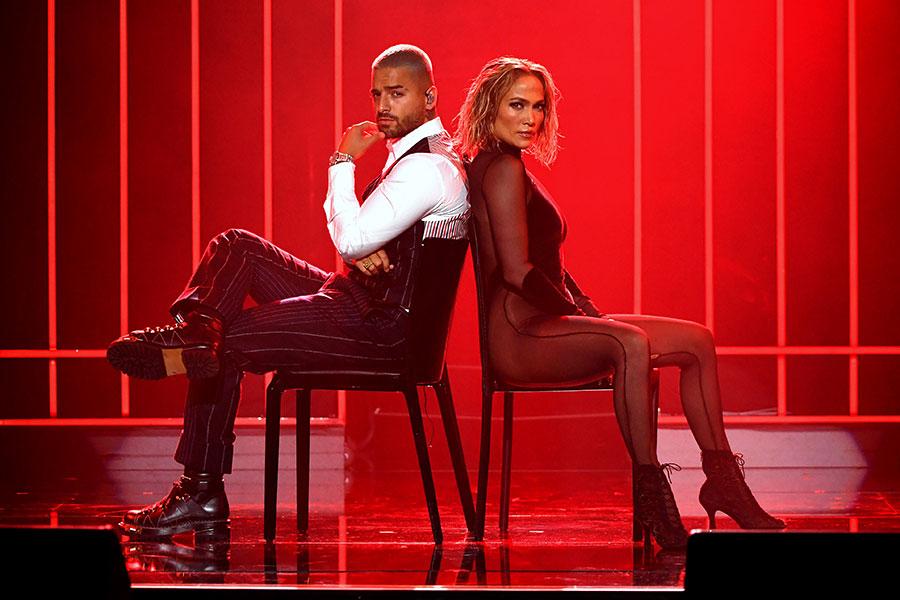 Maluma y J.Lo en los AMA's