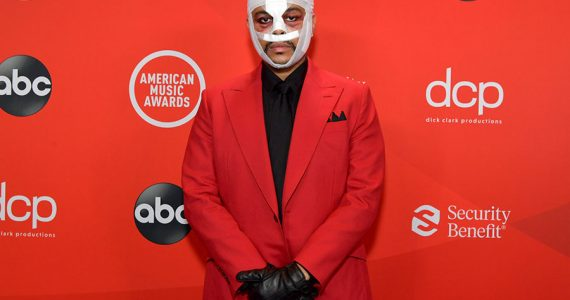 ¿Por qué The Weeknd apareció vendado en los American Music Awards?