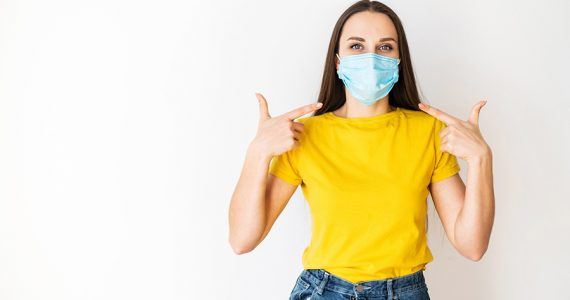 El 'maskné' por usar cubrebocas sí se puede prevenir y te decimos cómo
