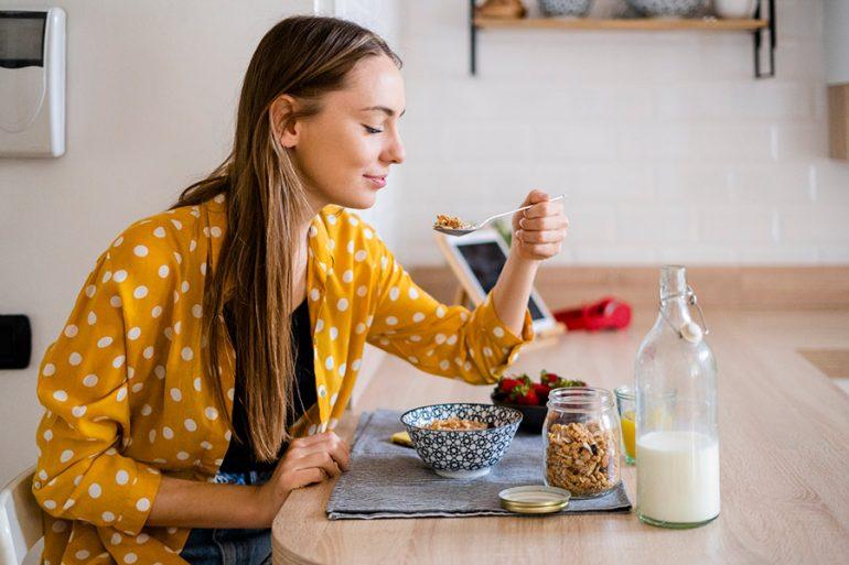 Beber mucha agua y otros trucos para acelerar el metabolismo y reducir calorías