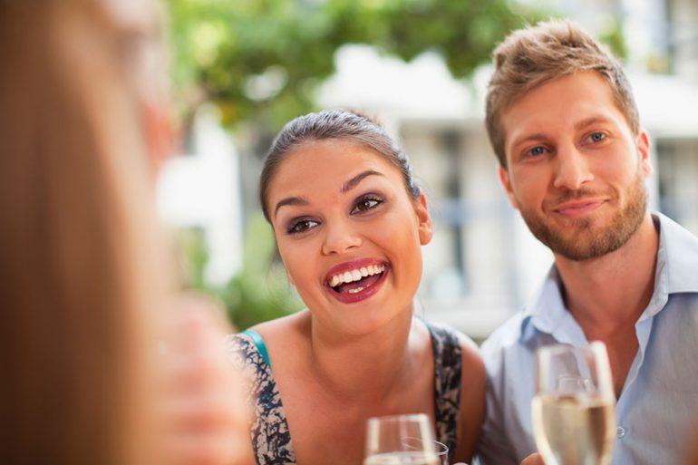 Holidating, la tendencia amorosa para solteros