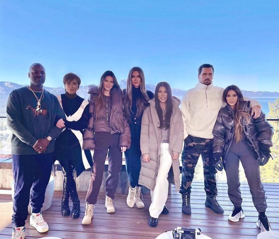 Kim Kardashian en nueva polémica por photoshopear a Kourtney en foto familiar