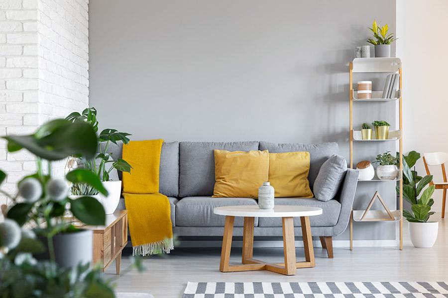 Pantone 2021 los colores amarillo y gris en decoración