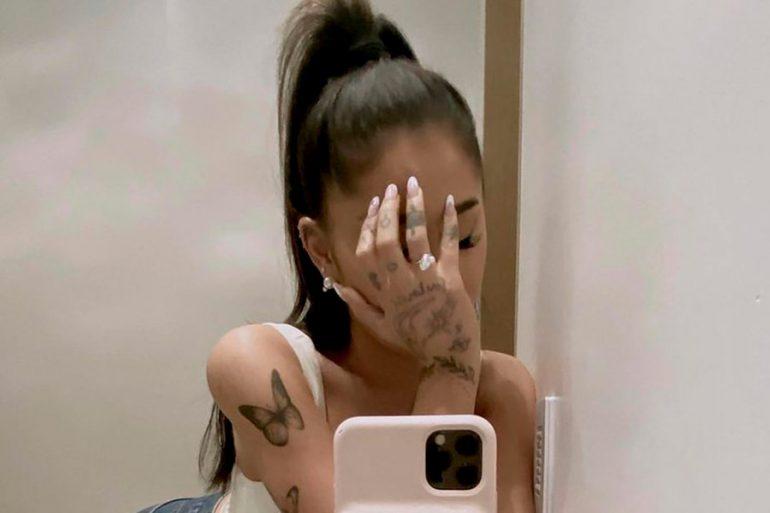 Este es el significado del anillo de compromiso de Ariana Grande