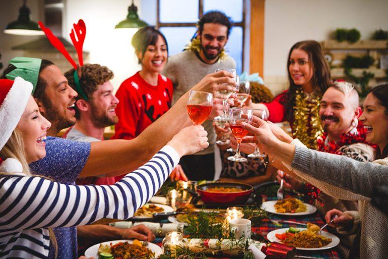 ¿Cómo decir NO a las reuniones navideñas de mis amigos SIN pena?