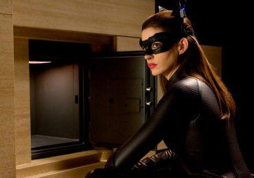 Tacones intermitentes y otros 11 vergonzosos errores en películas de superhéroes