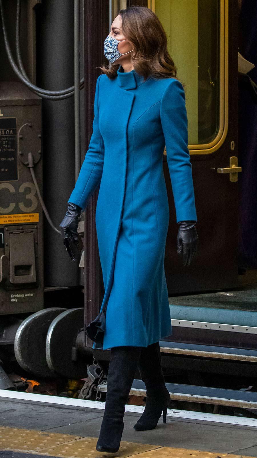 looks con abrigo de Kate Middleton para recrear esta Navidad