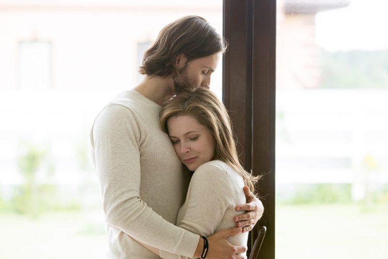 ¿Quieres llorar? Renta un hombre guapo que esté contigo y te reconforte