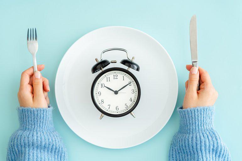 ¿Cómo practicar el ayuno intermitente sin poner en riesgo tu salud?