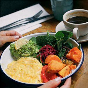 Desayuno y comida completa