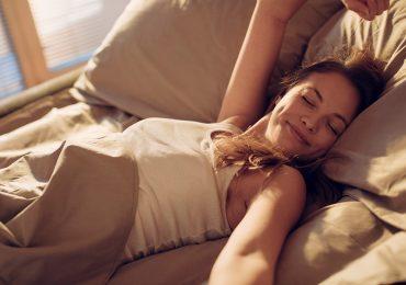 10 ejercicios para abs y pierna que puedes hacer sin levantarte de la cama