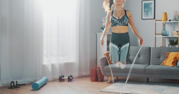 5 ejercicios de cardio para hacer en casa y quemar muchas calorías