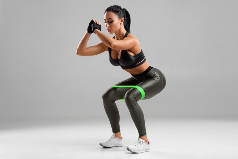Rutina: 5 ejercicios para aumentar glúteos con bandas de resistencia 🍑🔥