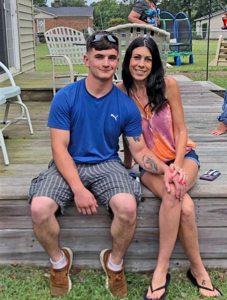 Mujer de 50 años encontró el amor en un joven de 22 en Tinder