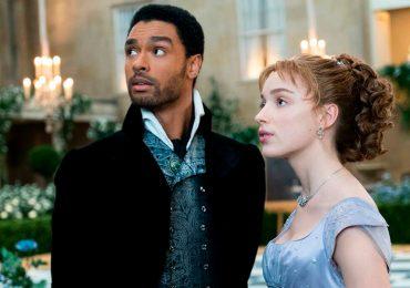 """¡Romance en """"Bridgerton""""! ¿Regé-Jean Page sale con Phoebe Dynevor?"""