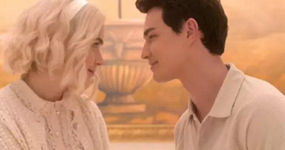 Llueven críticas al final de de la serie 'Sabrina' por 'romantizar el suicidio'