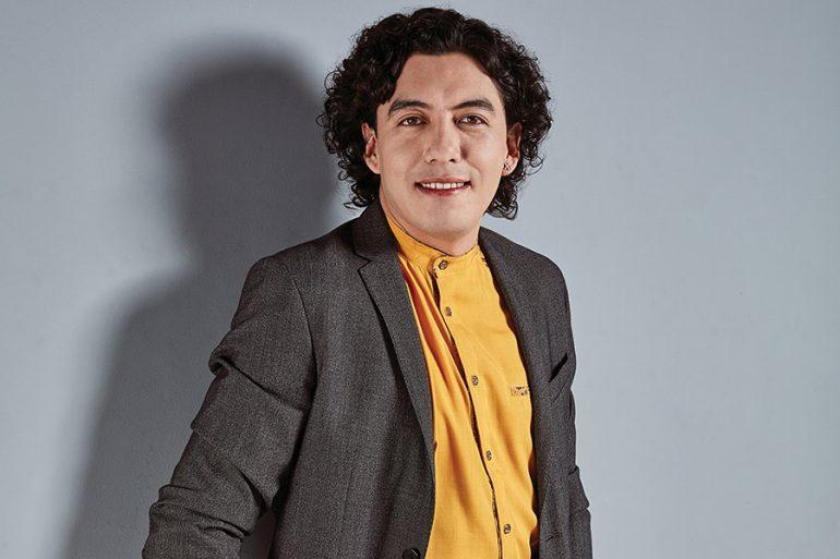 Alan Duarte, el fashion coach que la está rompiendo