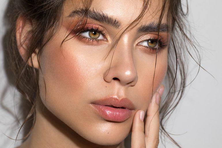 Brow lamination: la tendencia de llevar las cejas gruesas y bien peinadas