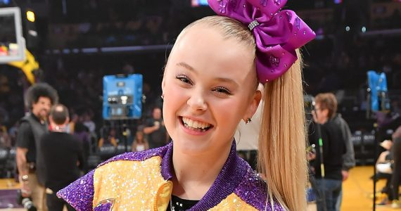 "La youtuber infantil Jojo Siwa dice que su novia la inspiró a ""salir del clóset"""