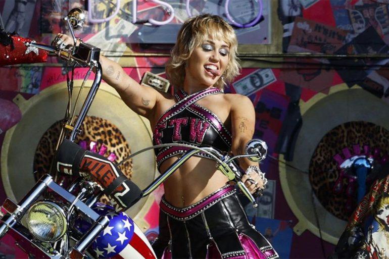 """Miley Cyrus lloró al cantar """"Wrecking Ball"""", ¿se acordó de Liam Hemsworth?"""