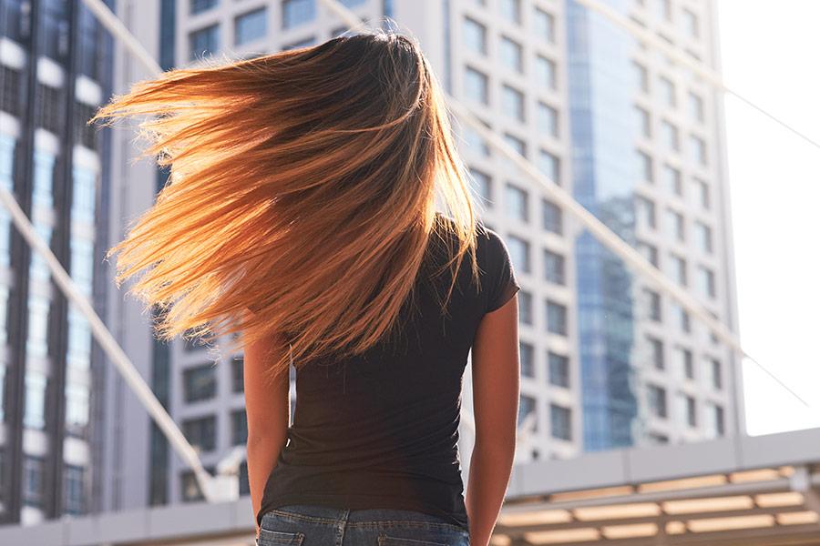 Los 9 alimentos que SÍ le ayudan a tu pelo a crecer