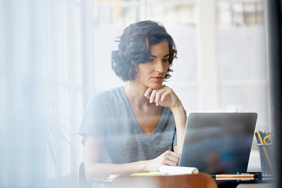 """10 """"vicios"""" que debes evitar si quieres ser más productiva en el trabajo"""