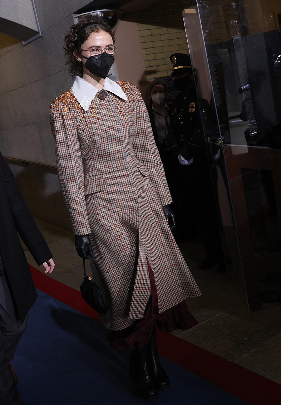 Ella Emhoff ahora es modelo, ícono de la moda y lanza colección de prendas tejidas