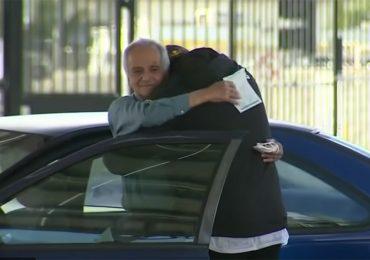 Ex alumno recauda 27 mi dólares para maestro que vivía en su coche
