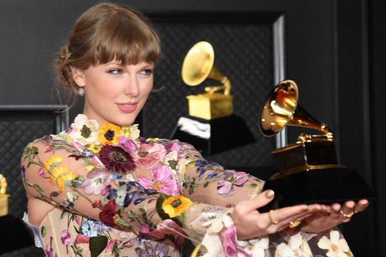 Momento Taylor Swift en los Grammy (sí, celebró el premio de su ex, Harry Styles)