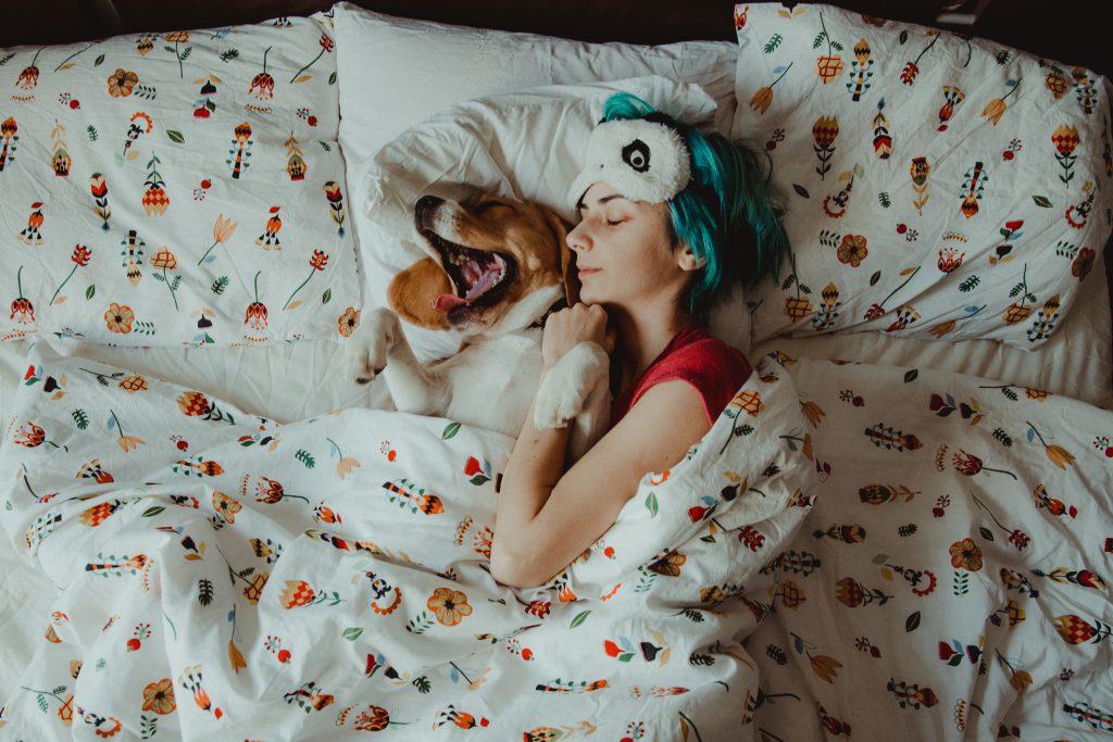 mujeres duermen mejor con sus perros