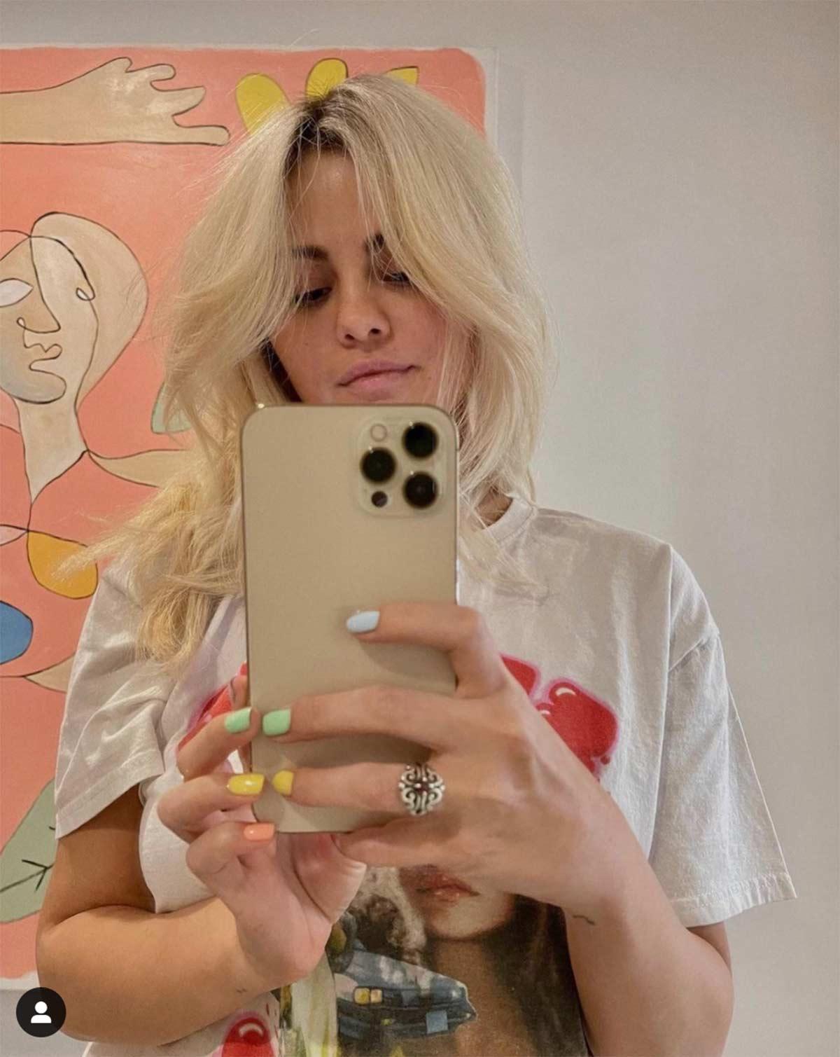 Blondlena Selena Gomez rubia platinada look pelo