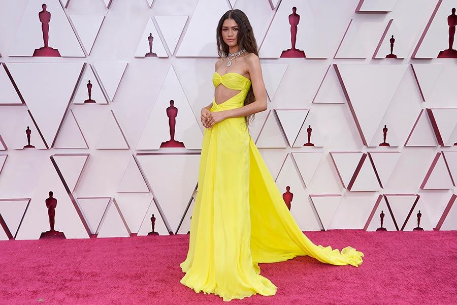 Cómo robarte los Oscar con vestido amarillo, según Zendaya y Eiza González
