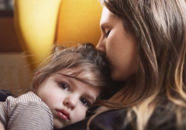 Mamás solteras duermen más que las casadas y hacen menos quehacer