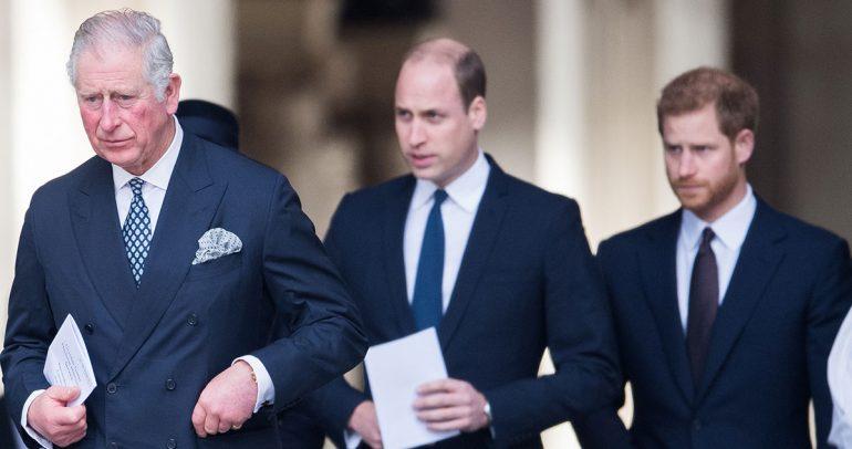 """El príncipe Carlos está """"ofendido"""" porque Harry expuso el drama familiar de una forma """"insensible"""""""