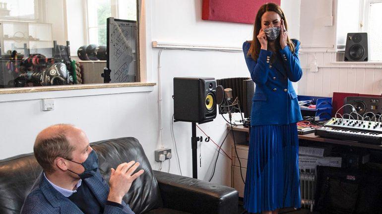 El príncipe William trollea a Kate Middleton por su habilidades como DJ (momento divertido)