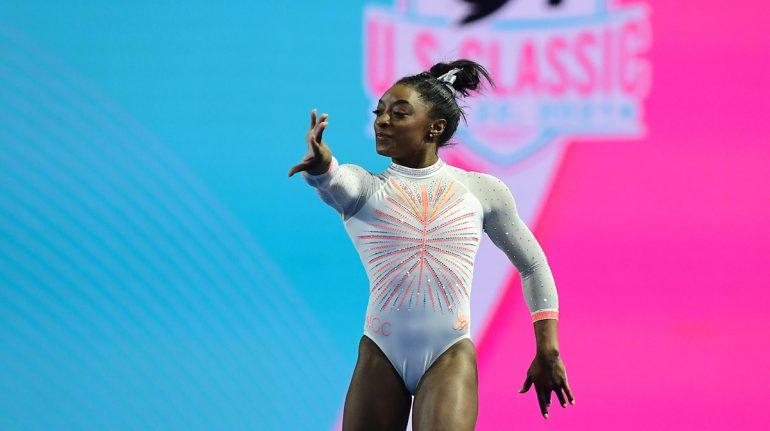 Gimnasta Simone Biles realiza un salto nunca antes hecho por una mujer